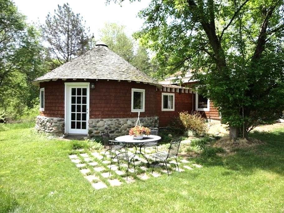COZY ROUND HOUSE - Lansing - Chalet