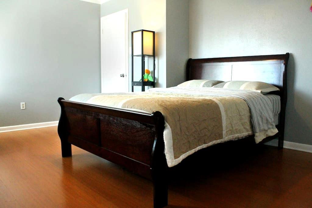 Westbank Modern Big Room w/walk-in & sitting area - Terrytown - Huis