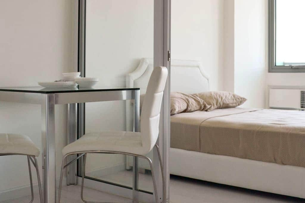 Azure Suite / Wave Pool! Great Value Staycation! - Parañaque - Apartment