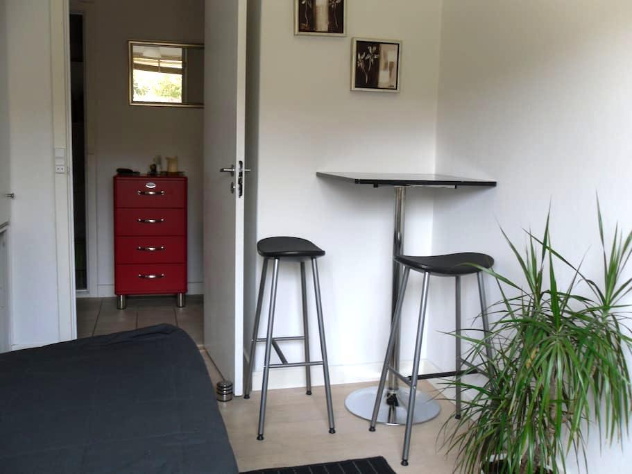Nice room near the harbour - Roskilde - Casa
