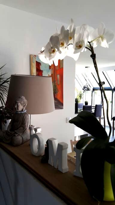 Private room in a wooden house near - Aumont-en-Halatte - Bed & Breakfast