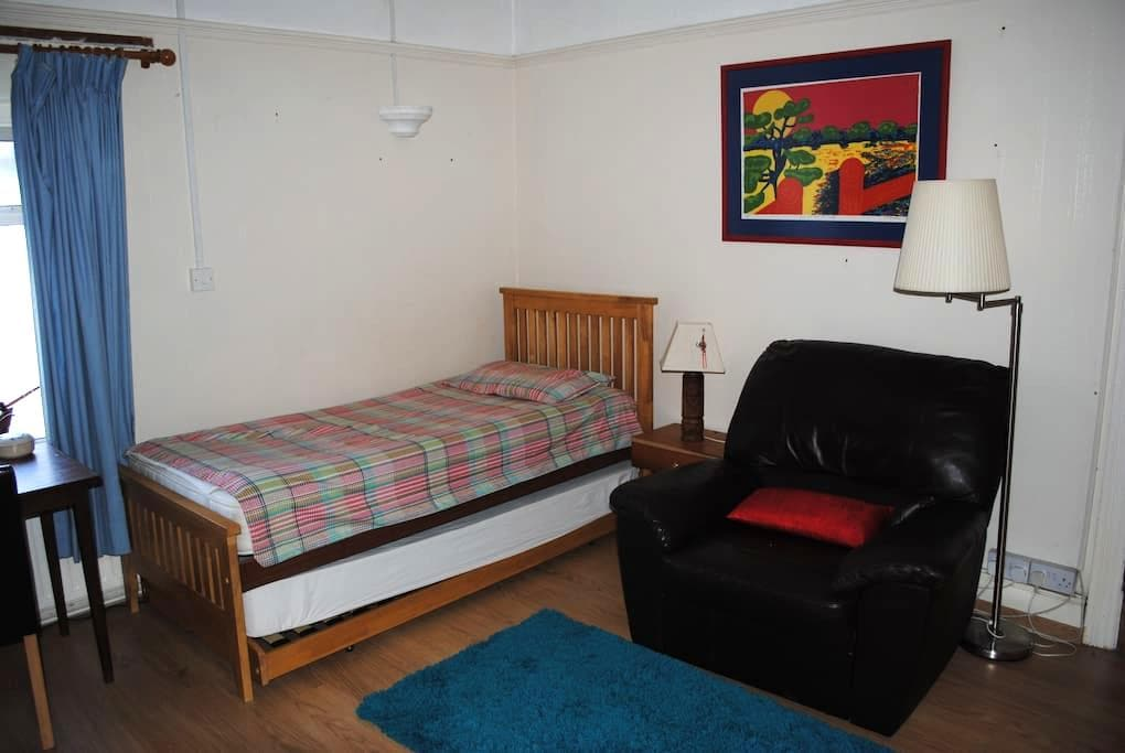 Comfortable room - Bridgend - Casa