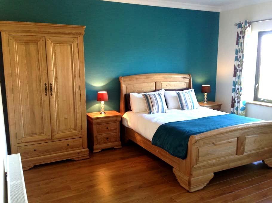 Railway View Bed & Breakfast- Deluxe King - Galway