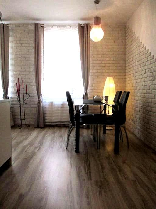 Comfortable apartment in a historical building - Poznań - Appartement