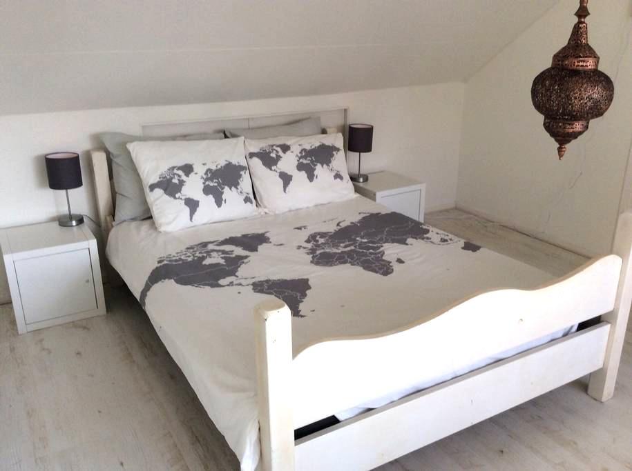 Fijne kamer bij A'dam. Free parking - Ouderkerk aan de Amstel - House