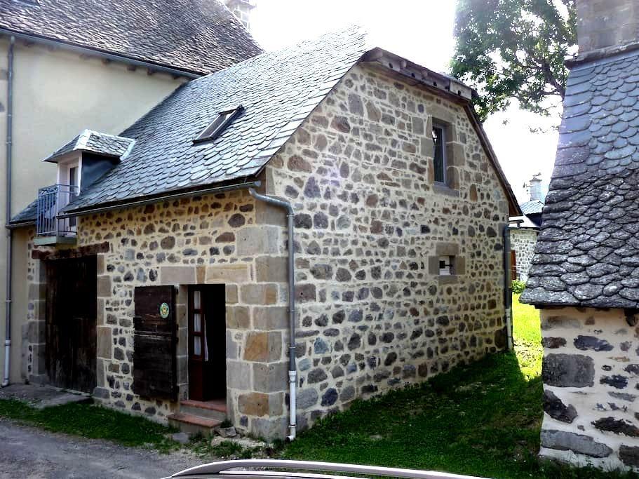 petit gite de LIADOUZE - Mandailles-Saint-Julien