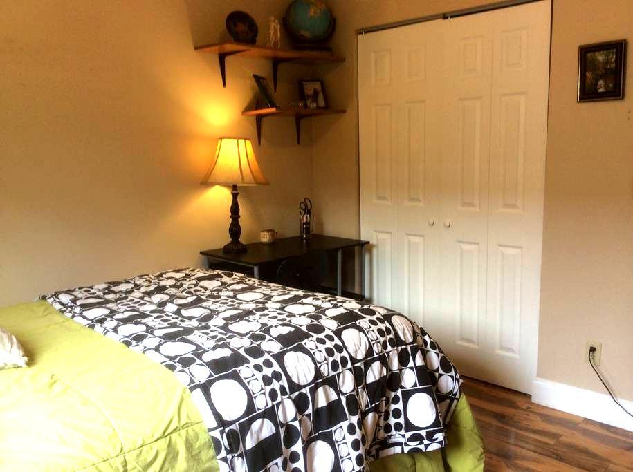Peaceful Little Room Upstairs - Boynton Beach