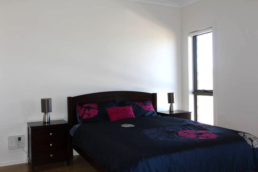 Master Bed; Ensuite; Queen Bed; Compleate Privacy; - Bonner - House