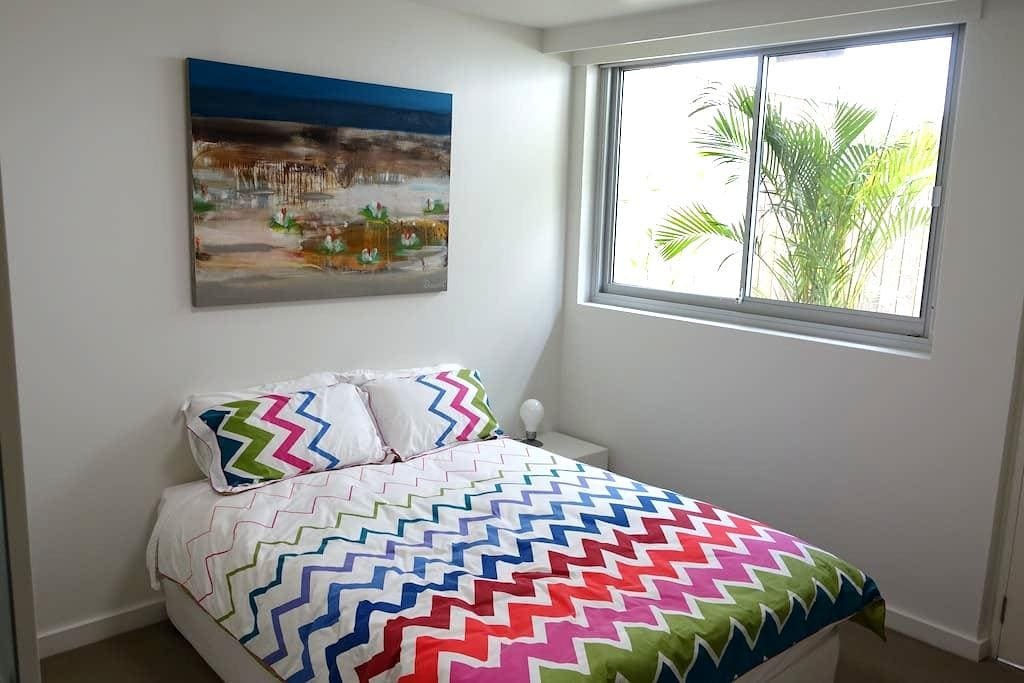 Harbourside room w/ private ensuite &  own entry - Rose Bay - House