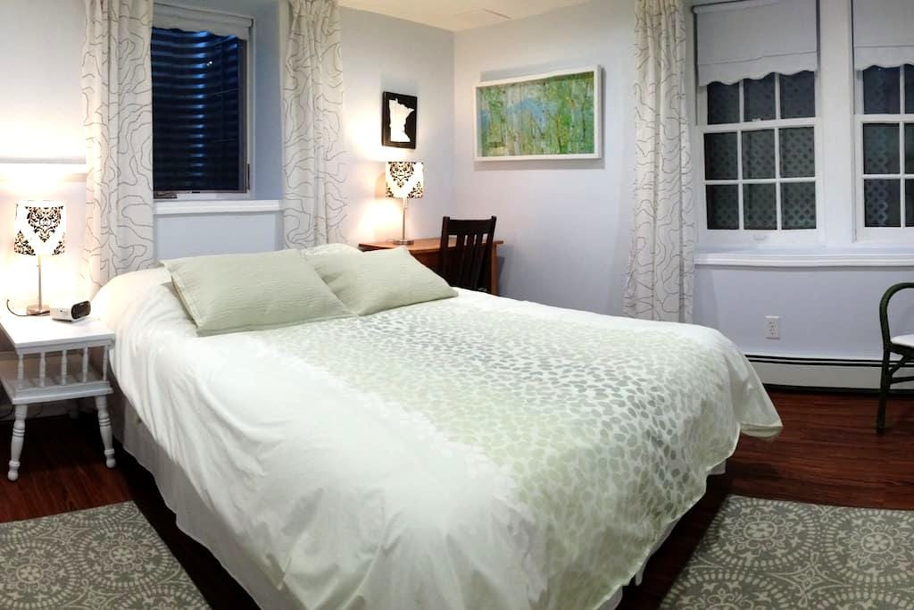 Cozy, private studio hideaway, convenient location - Saint Paul - Apartment