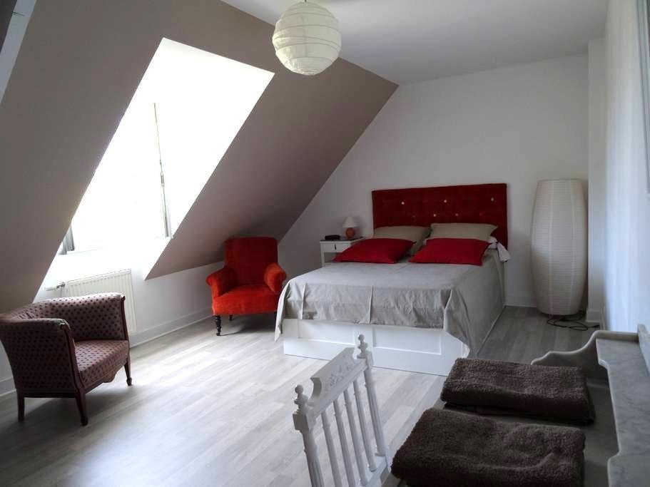 1 Chambre dans maison individuelle - Onzain - Rumah