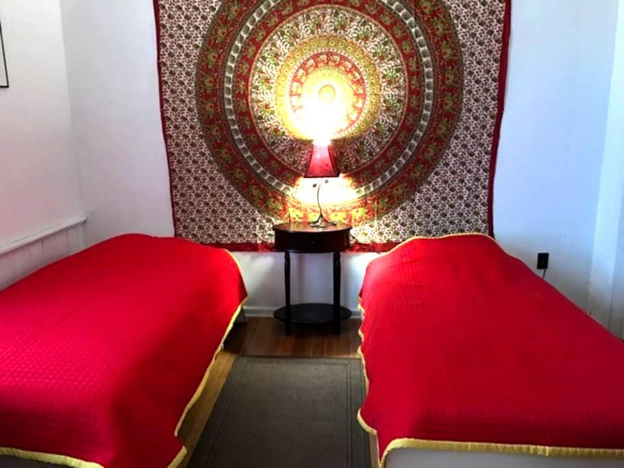 Cozy private room near Princeton New Brunswick NYC - Franklin Township - Casa