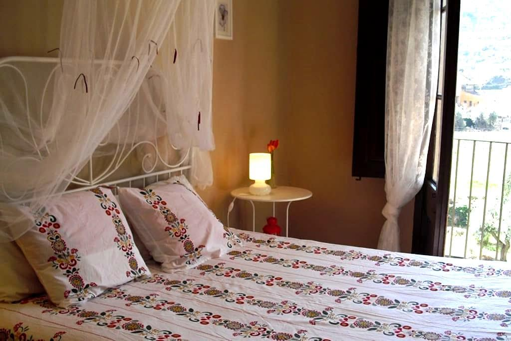 Suite independiente en casa antigua - Porrera - Bed & Breakfast
