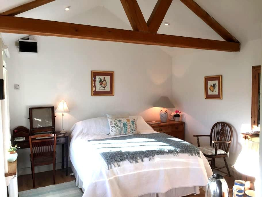 Idyllic self contained double, en suite bedroom - Delgany - Chalé