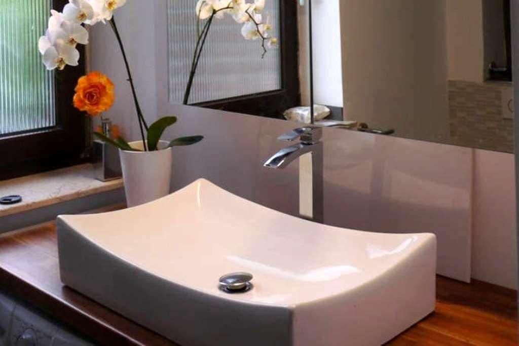 Luxur room bath terrace prime Location Messe Show - Düsseldorf - Bed & Breakfast