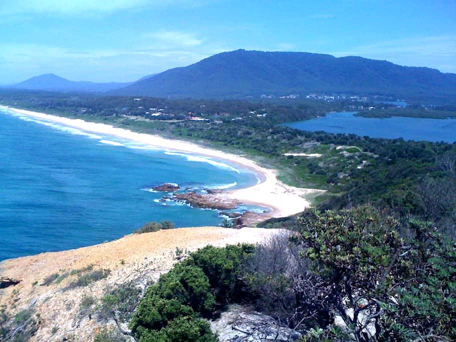 Gorgeous beach and bush house. - Dunbogan