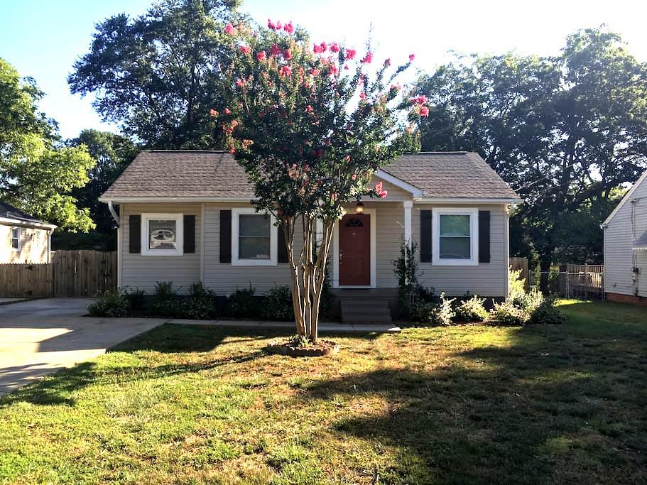 Recently Remodeled 3/2 off Parkins Mills Rd - Greenville - Huis