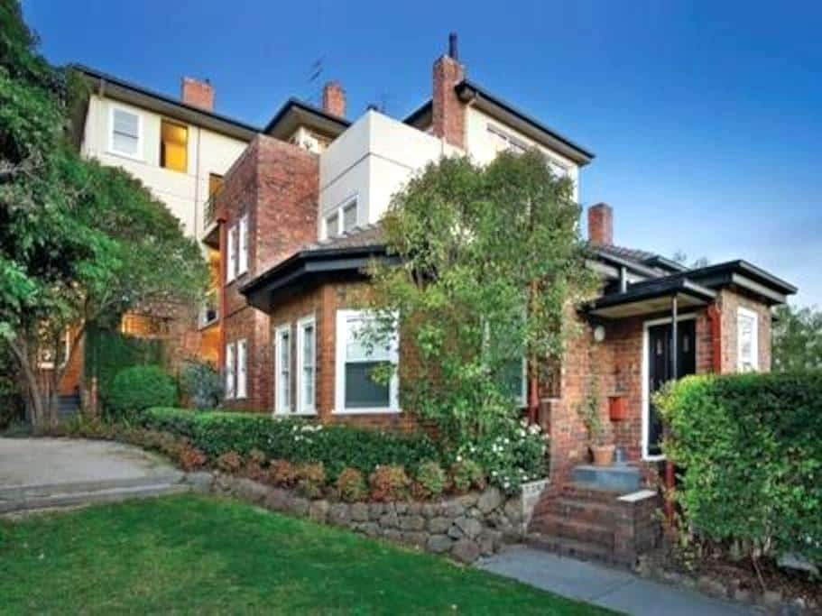 Convenient, central, cosy Scotch Hill garden flat - Hawthorn - Lejlighed