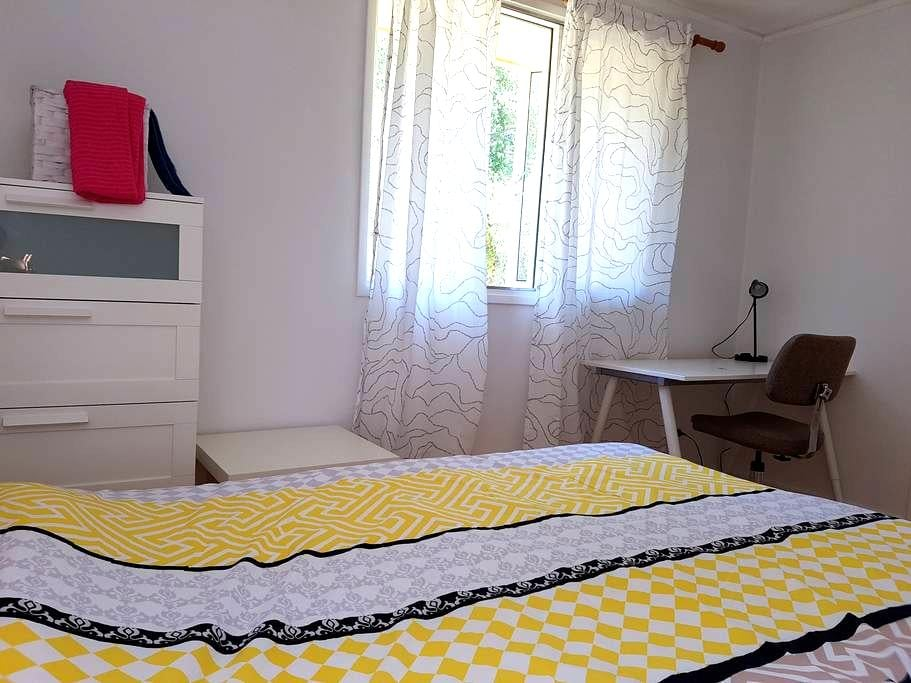 Very nice room in popular area - Dickson - House