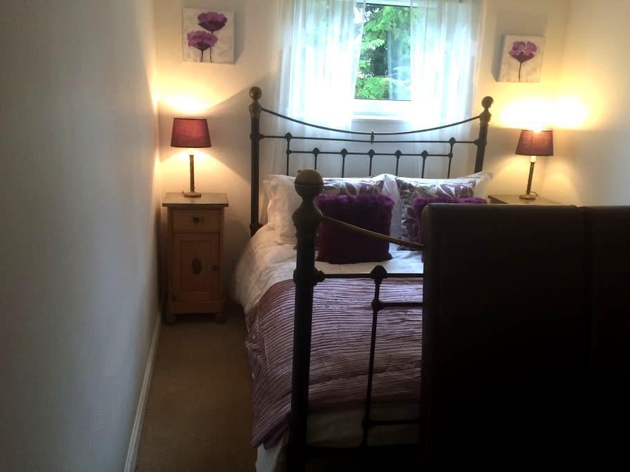 1 double bedroom flat with parking - Edinburgh - Lägenhet