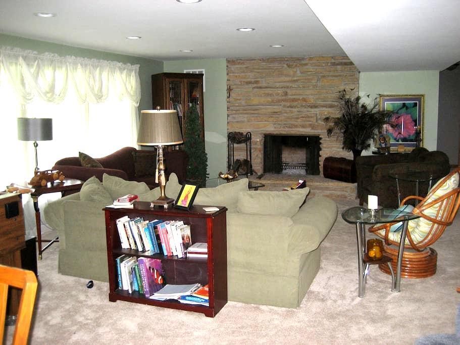 Lake Country Living, Quiet , Clean, Newly Renovate - Oconomowoc - Apartament