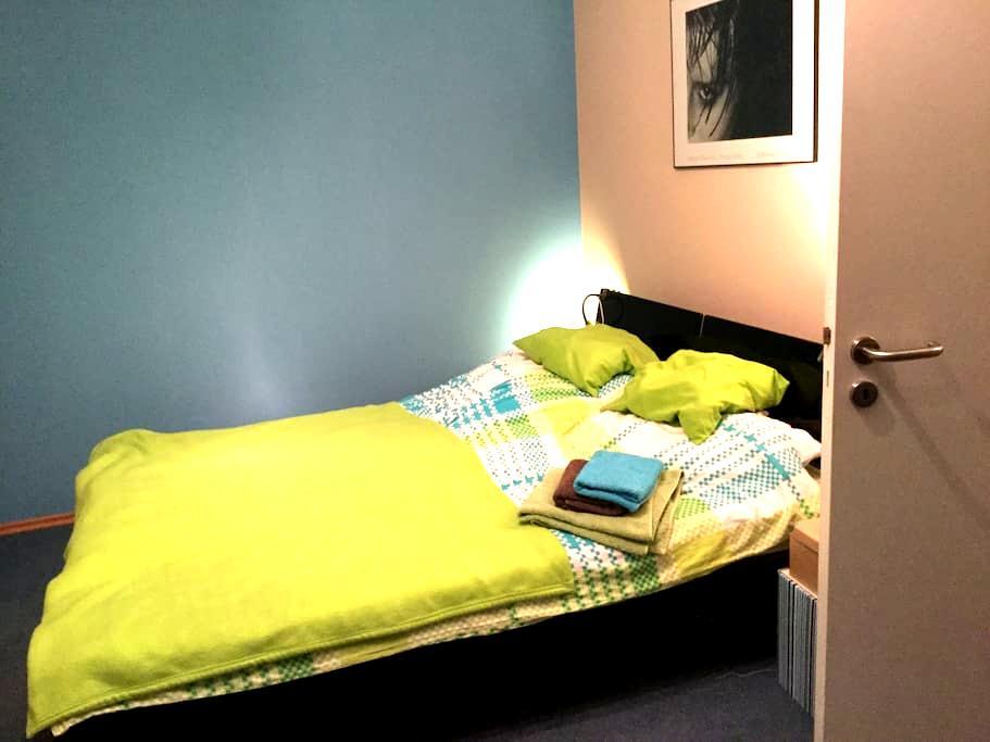 Gästezimmer mit Doppelbett - Taufkirchen - Haus