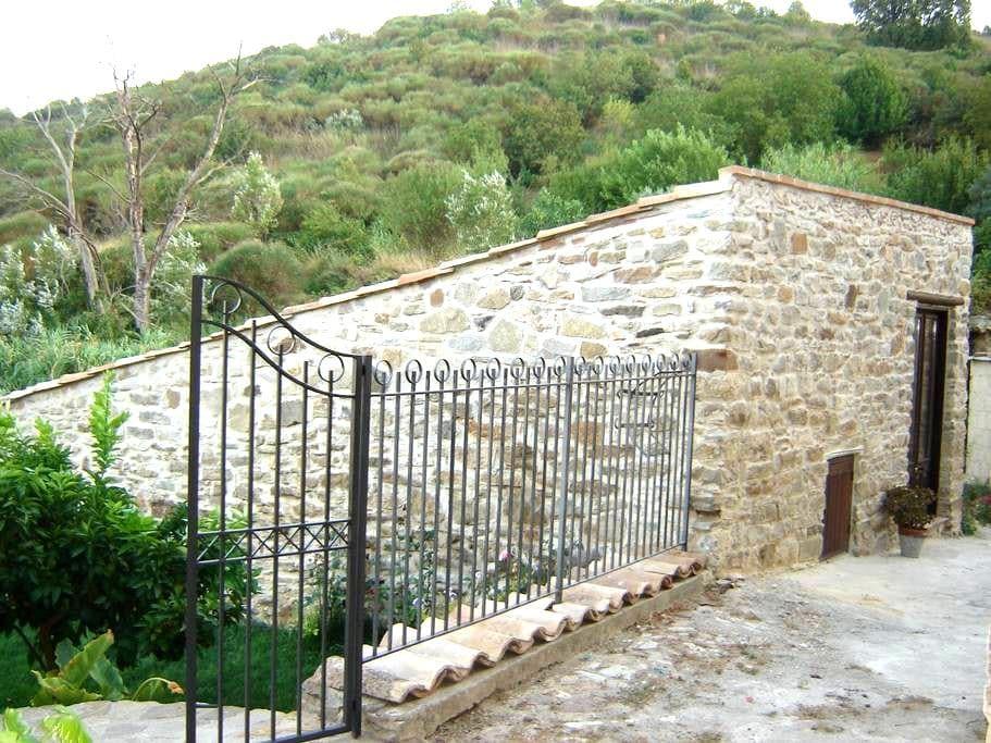 Villetta dei Papiri - Bompietro - Srub