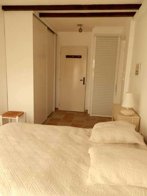 CHAMBRE LUMINEUSE/SALLE EAU indép.+JARDIN+VERANDA - Saint-Cyprien - Casa