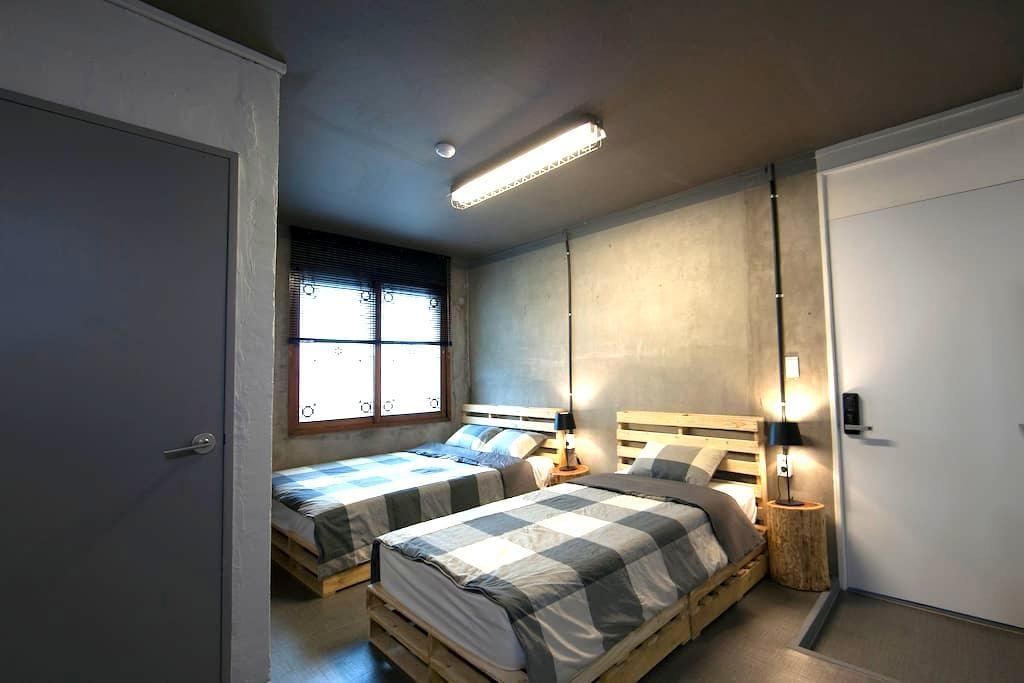 제주 3인실 트리플룸 JEJU Triple Room - KR - Bed & Breakfast