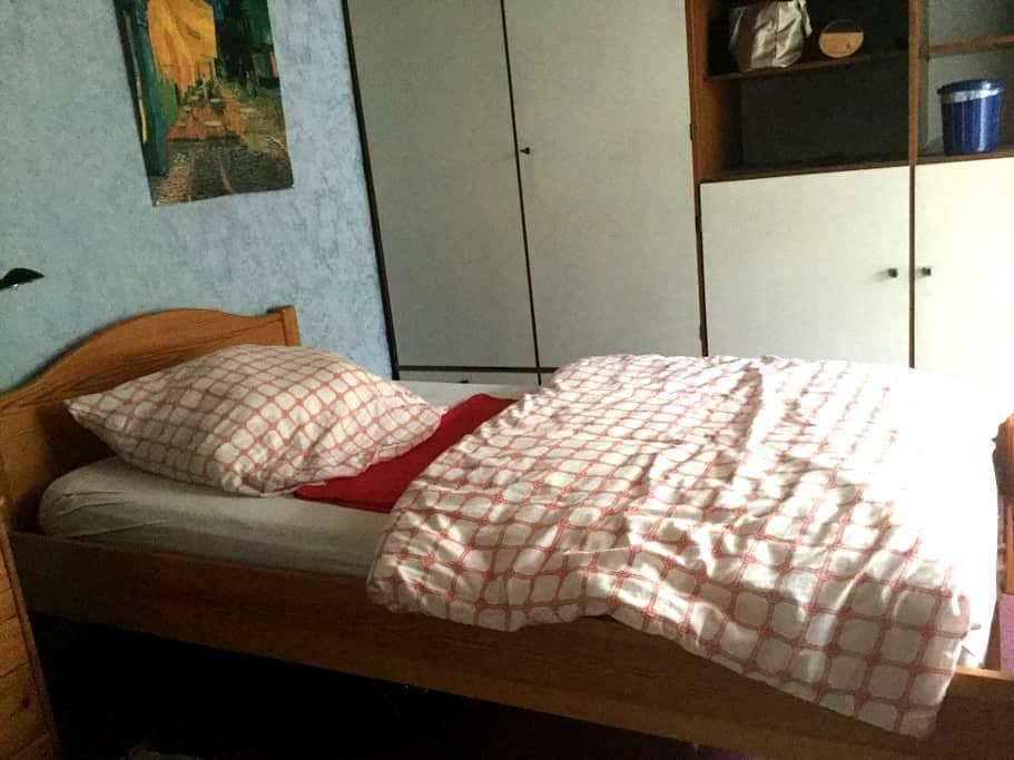 Kleines, ruhiges Zimmer mit Balkon - Pforzheim - House