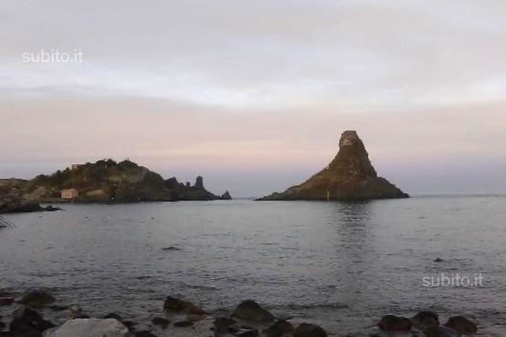 Monovano sul mare dei Ciclopi - Aci Castello Acitrezza
