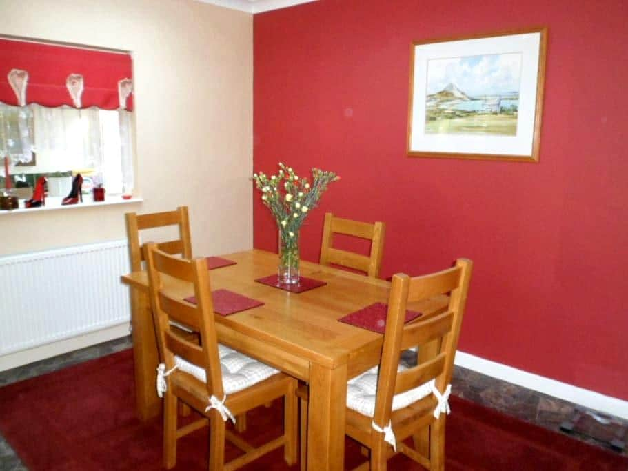 Private room in our family home ! - Saint Austell - House