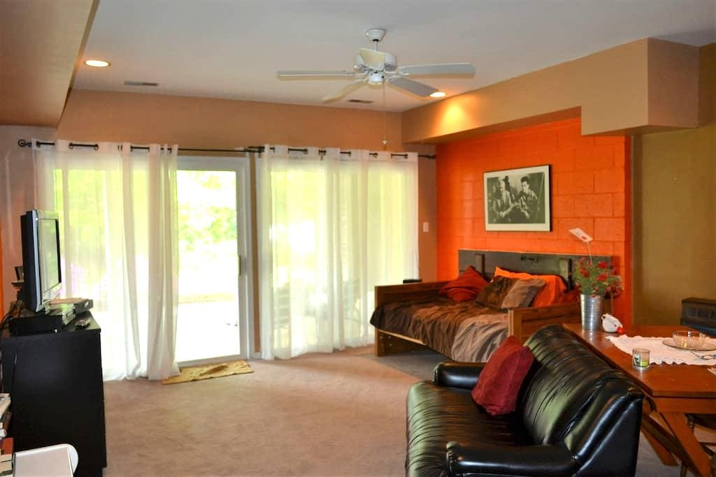Basement living space w/bedroom - Elkton - Hus