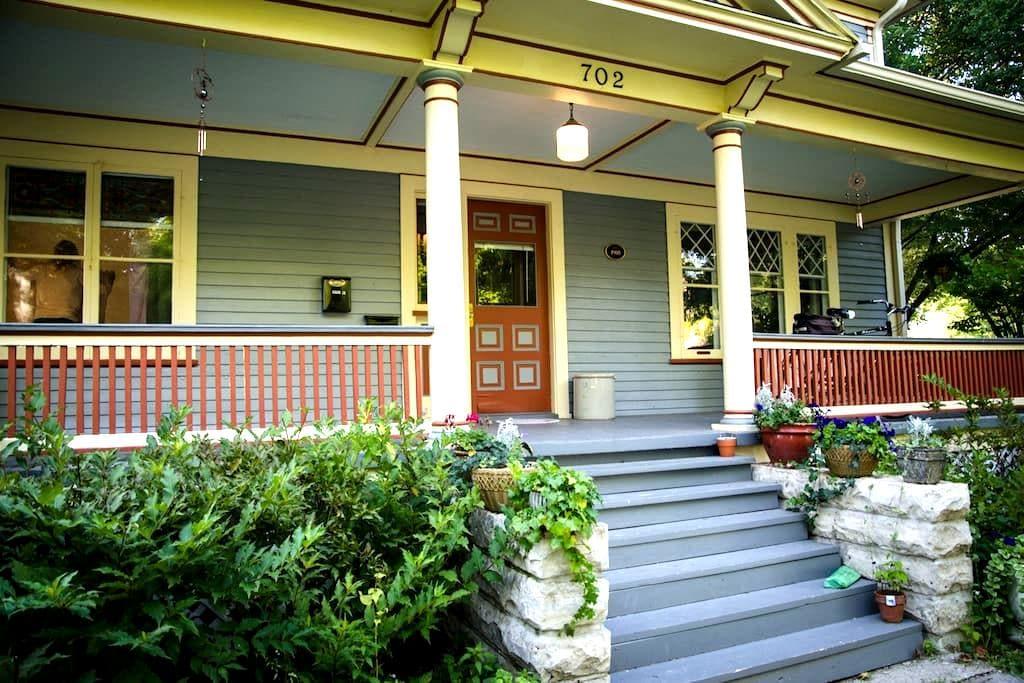 Big Beautiful Room/ Historical Home - Green Bay - Ház