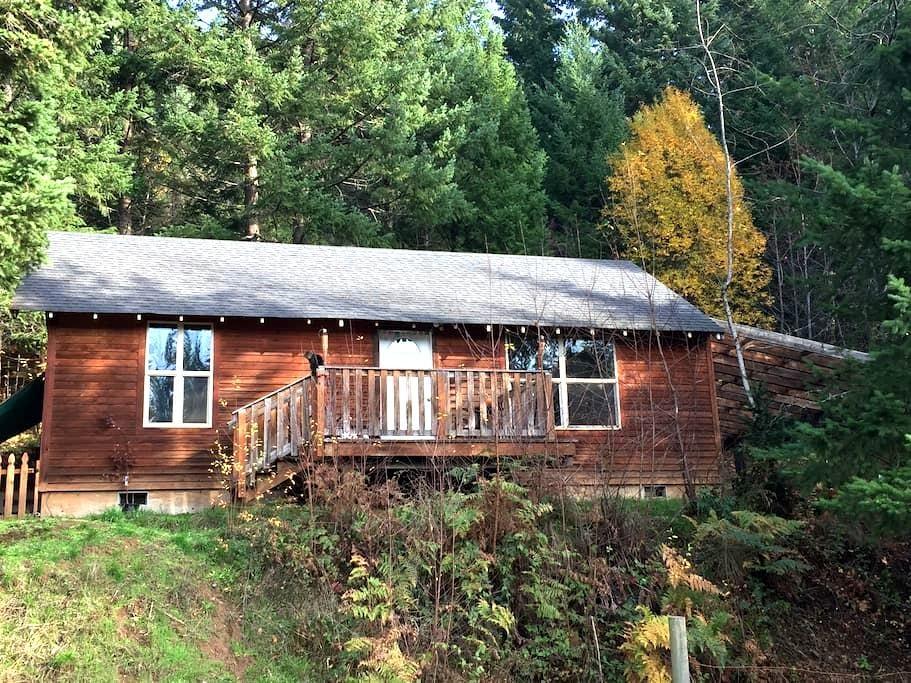 Cabin in the Woods - White Salmon - กระท่อม