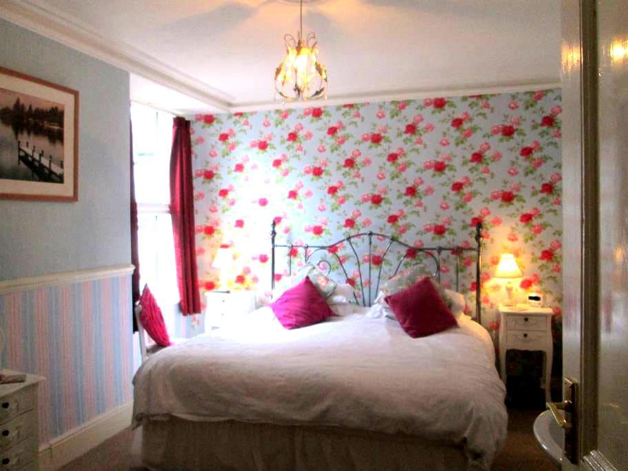 Double room at Brooklands Guest House - Bowness-on-Windermere - Bed & Breakfast