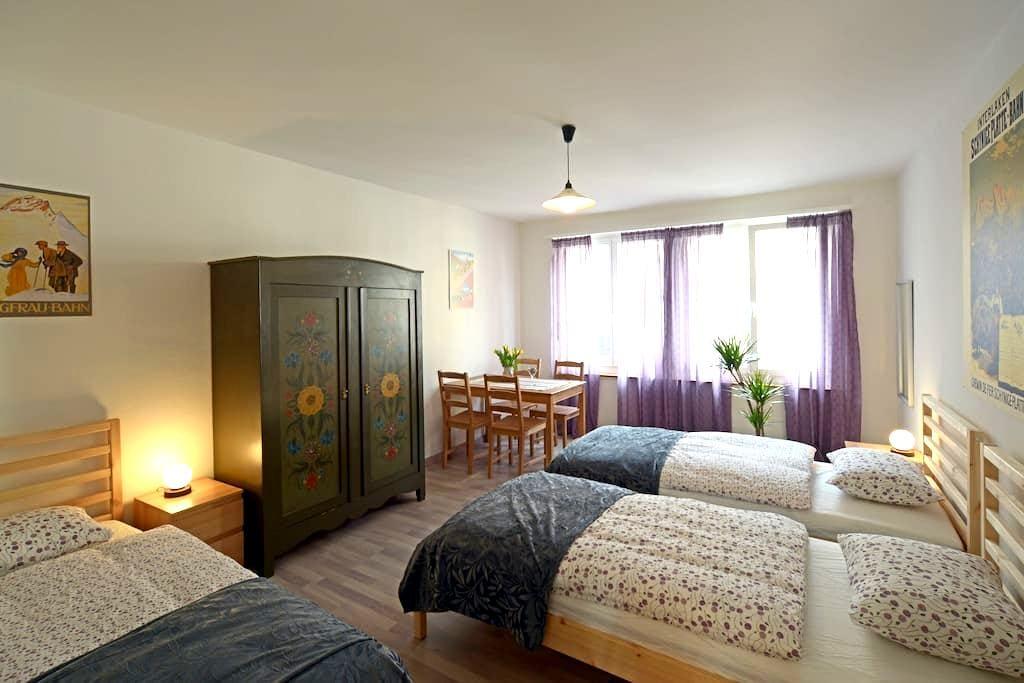 Drei-Bett-Zimmer in Interlaken - Interlaken - Wohnung