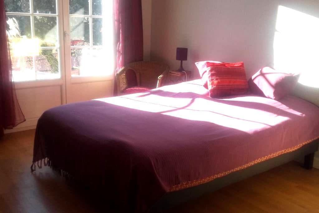 Chambre privée  dans maison individuelle avec cour - Fontanil-Cornillon