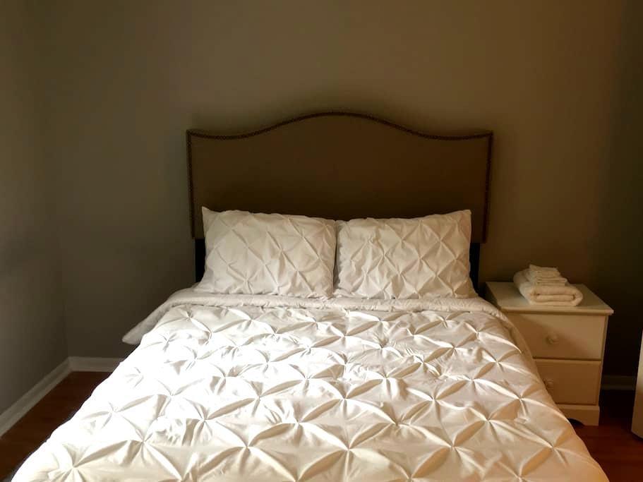 Private Room & Bath, GREAT Location! - Mount Pleasant
