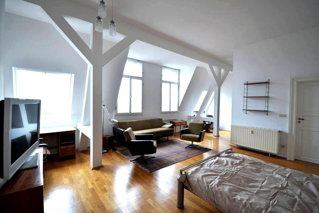 Spacious Attic Apartment - Leipzig - Lägenhet