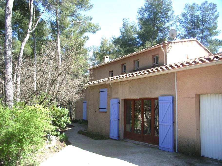 4-bed Family home with pool, 1 acre - Fuveau - Hus