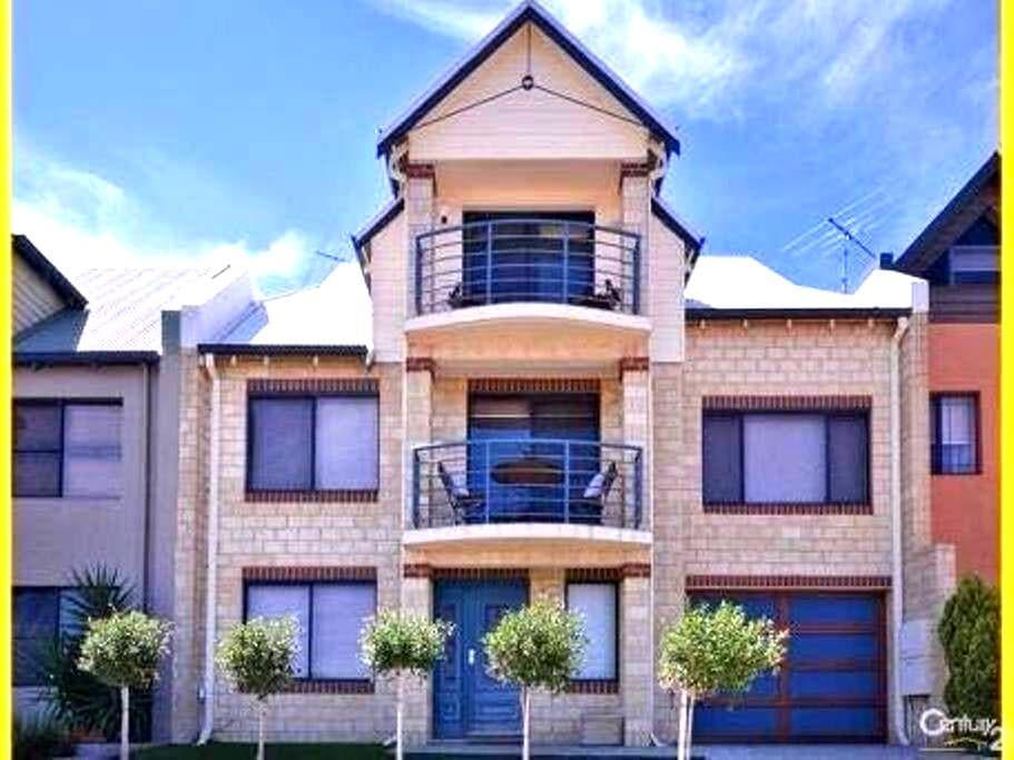 3 storey home - Mindarie