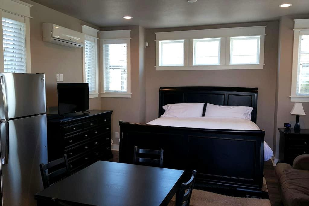 Cozy Carriage House - Brand New and Well Appointed - Englewood - Appartement