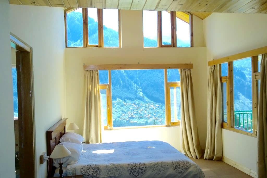 Mountain views from every room, stylish apartment - Manali - Lägenhet