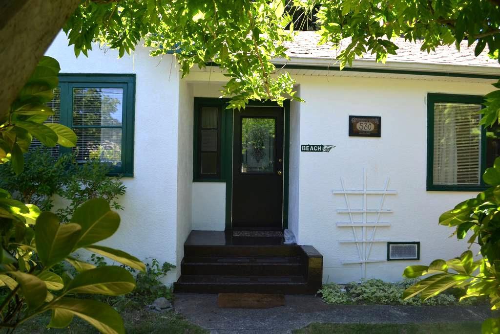 Arbutus Cottage, Qualicum Beach - Qualicum Beach - Talo