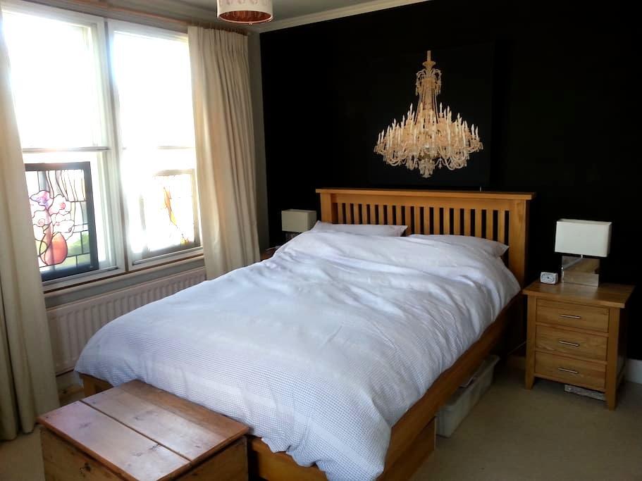Pretty Double Room near Gatwick - Reigate - Hus