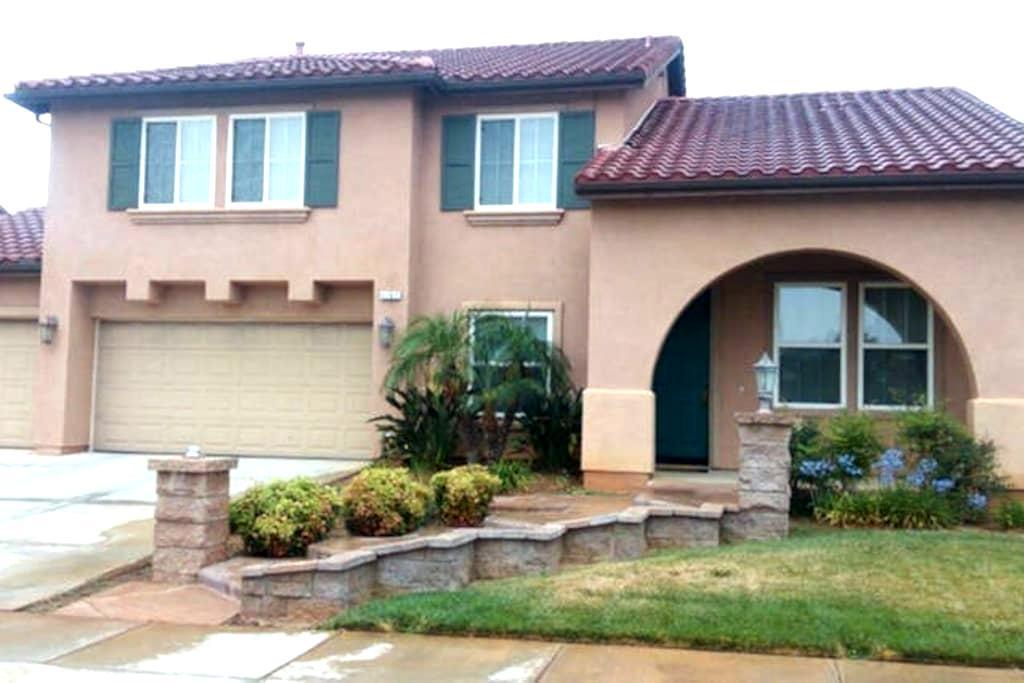 PvtRm/Bath Near Palm Springs (2) - Beaumont - Hus