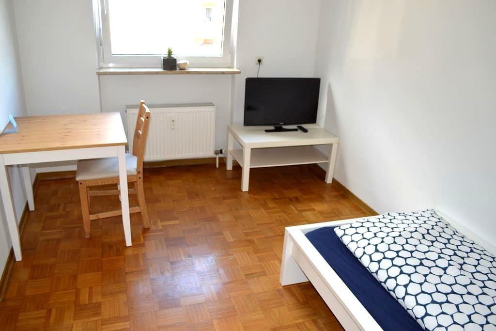 Einzelzimmer in 3-Zimmer Wohnung - Öhringen