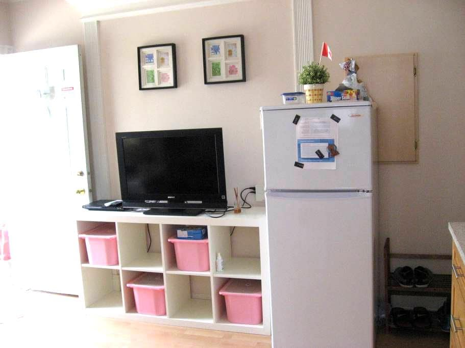 Private Room W/Lock Near Skytrain And Airport - Vancouver - Rumah