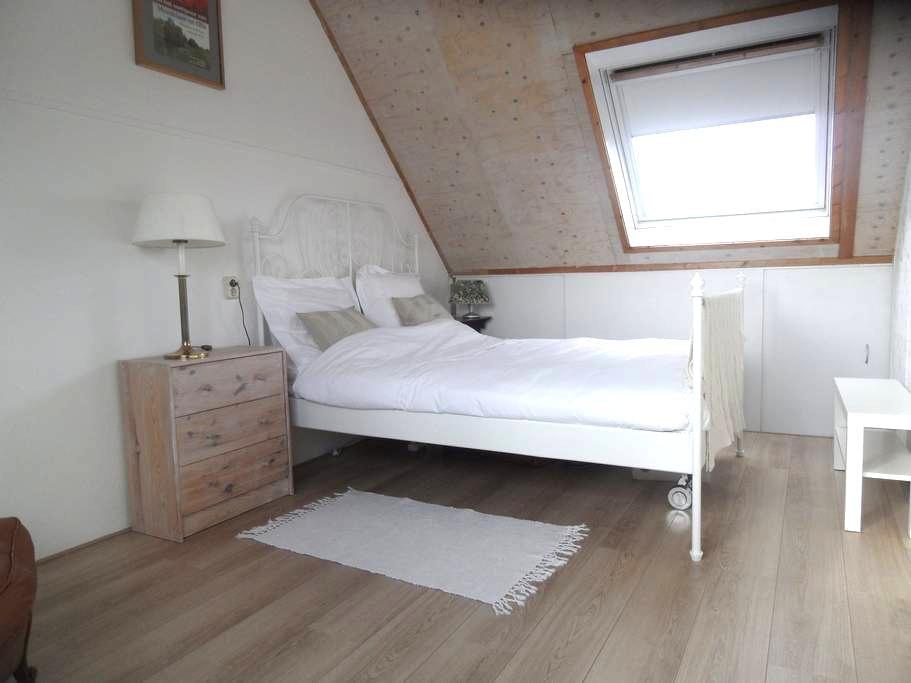 Een sfeervolle double bedroom vlakbij Amsterdam - Abcoude - Ev